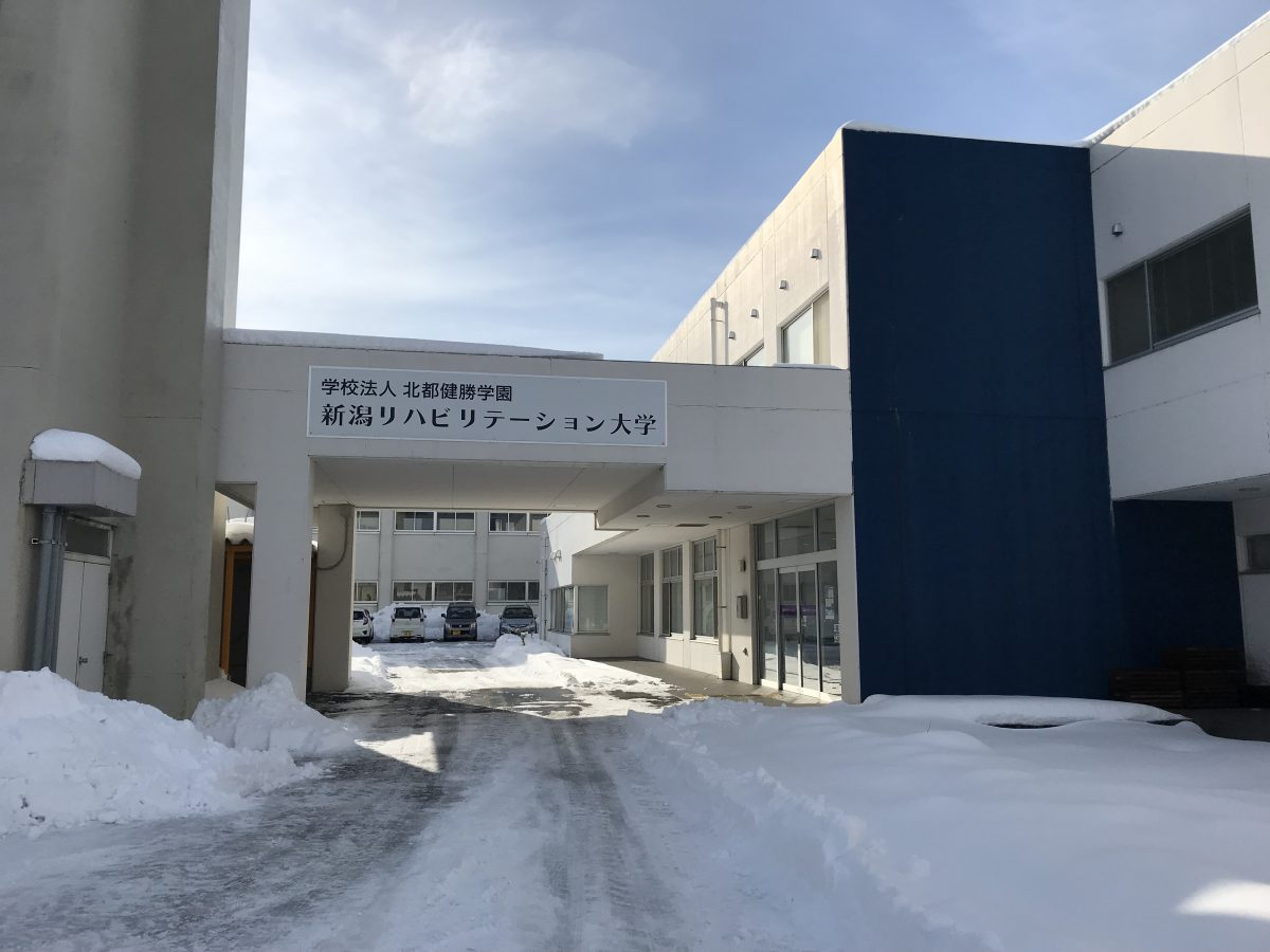 大雪+寒さ < 学生の元気!