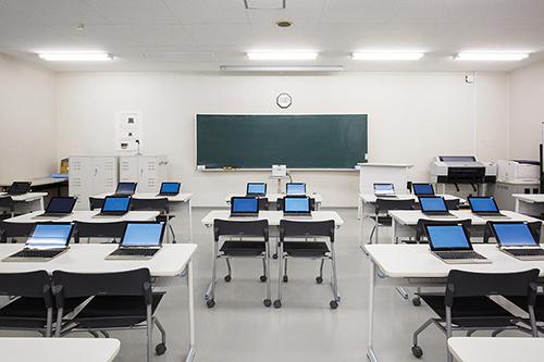 マルチメディア実習室